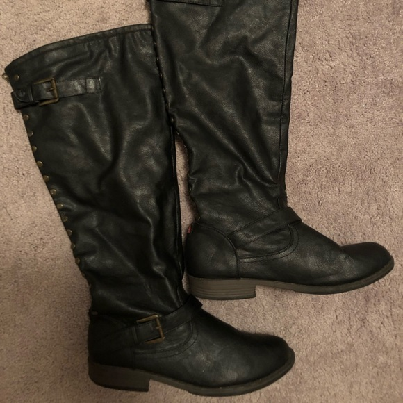 Shoes - Knee boots size 10